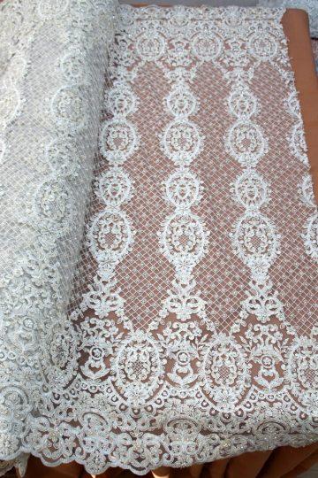 renda de noiva frisada de marfim