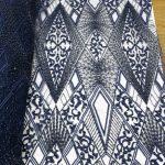 tecido de renda azul marinho frisado