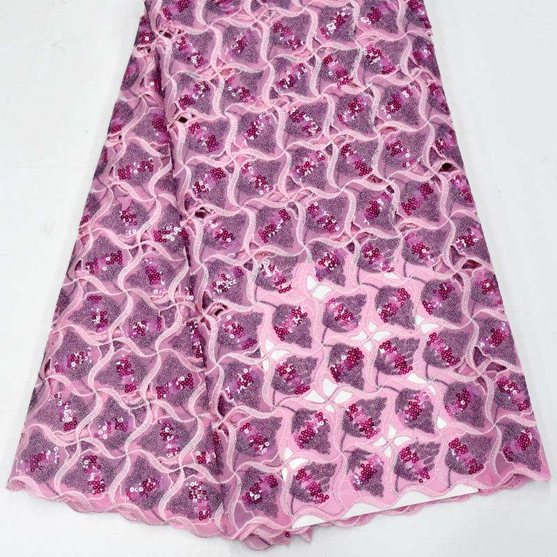 tecido de renda com lantejoulas cortadas à mão
