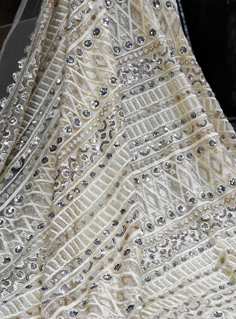 кремовая вышитая бисером кружевная ткань