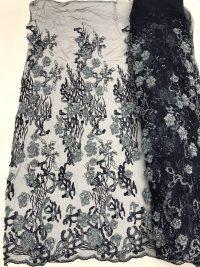 темно-синее платье с цветочным рисунком и кружевной тканью