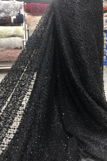 dentelle noire perlée